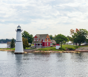 kingston-cruises-lighthouse